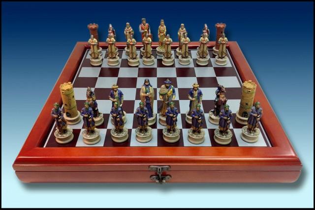 images/galeria/AJEDREZ-MOROS-Y-CRISTIANOS-RESINA-COLOR-40-X-40-CM-ESTUCHE-DE-MADERA-Y-METAL-REGALOS-FESTEROS-1-61802.jpg