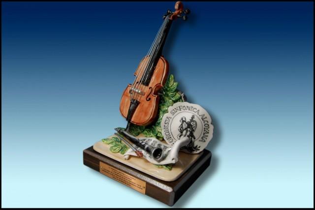 images/galeria/ALEGORIA-CON-INSTRUMENTOS-MUSICALES-DE-CERAMICA-CHELO-OBSEQUIOS-MUSICALES-HOMENAJE-1-1024-x-682-386656.jpg