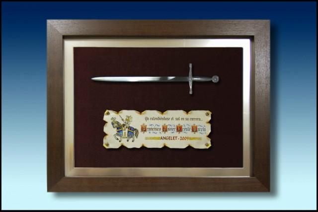 images/galeria/abrecarta-cristiana-enmarcada-metal-regalos-obsequios-festeros-moros-y-cristianos-745165.jpg